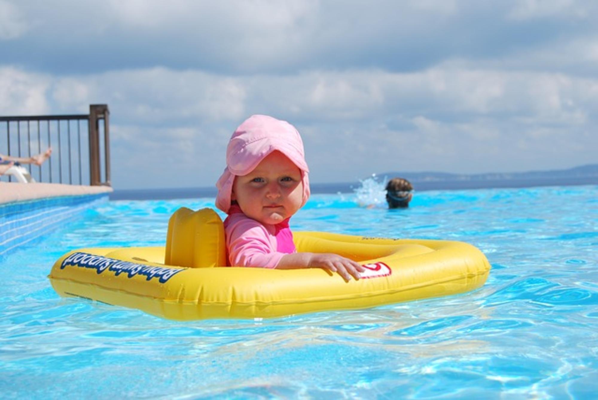 Zajęcia na basenie z dzieckiem. Czy warto?