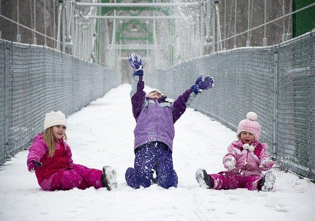 O czym pamiętać, kupując nowe śniegowce dla dziecka?